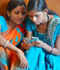 girls-phones