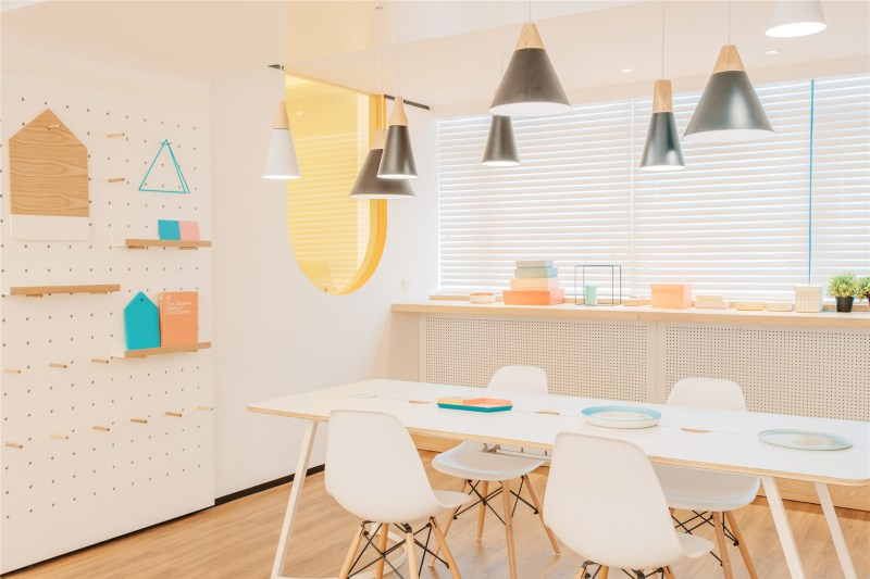 17-id-warm-clinic-lifeoriented_decorations