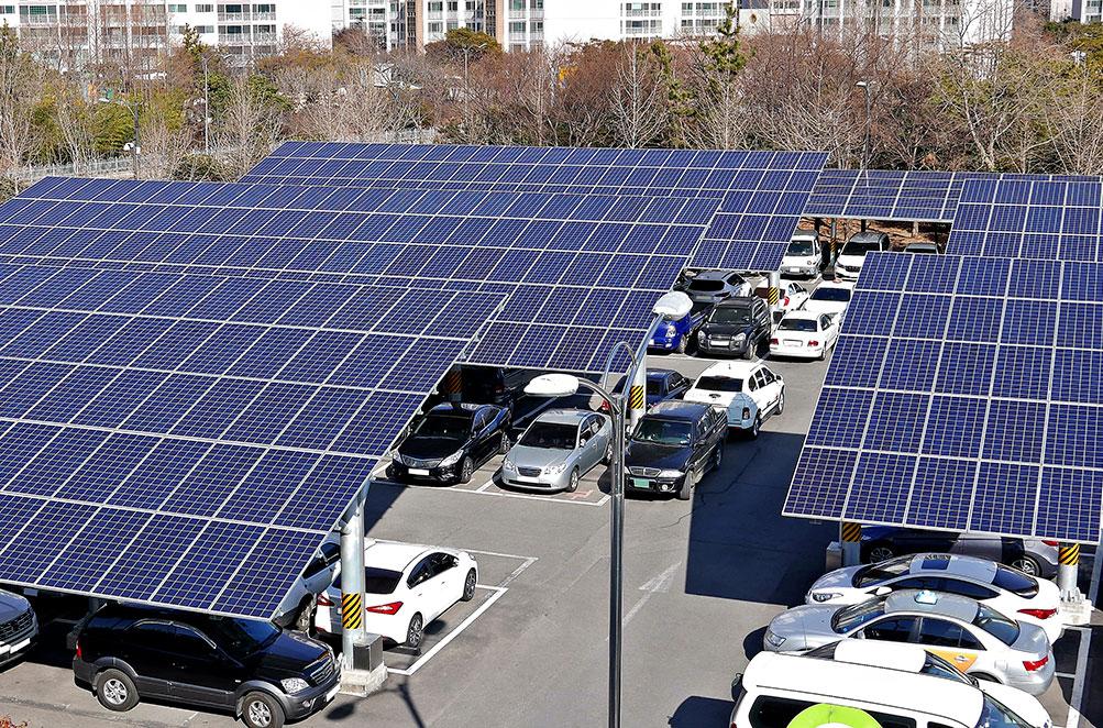 Panneaux solaires pour la grande distribution : ombrière photovoltaïque