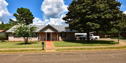 1707 SE Adams St, Idabel, OK FOR SALE 3 bed 2 bath Move-In Ready ~ Many recent updates and upgrades