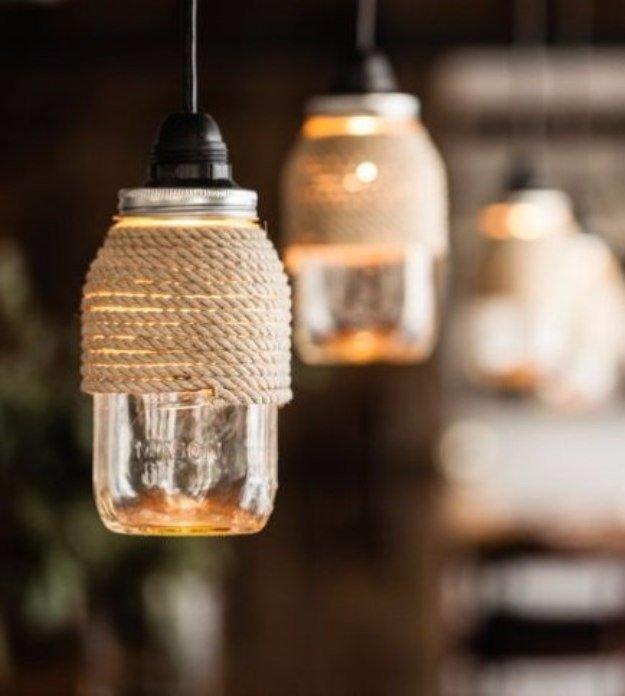 Ecco come realizzare un delizioso lampadario con i bicchieri di plastica:. Creare Una Lampada Fai Da Te Con I Barattoli In Vetro 20 Idee Per Ispirarvi