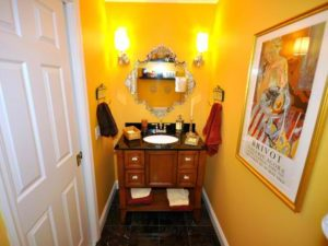 DP_judi-ackerman-yellow-bathroom_s4x3_lg