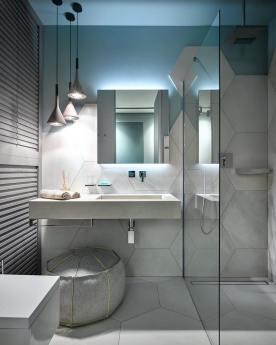 Detali Interior - Collezione Nyù by Aqua abbinata a lampadario Foscarini