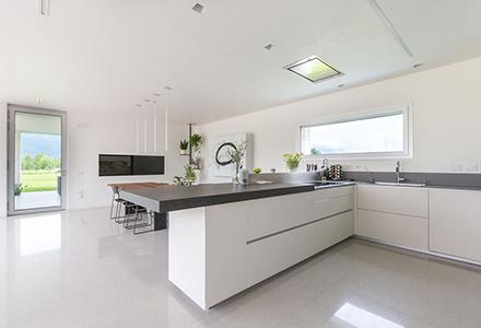 Inoltre di rinnovare o realizzare i rivestimenti di arredi come mobili per cucine, per bagni,. Paraschizzi Per Cucina Resina O Microcemento Ideal Work