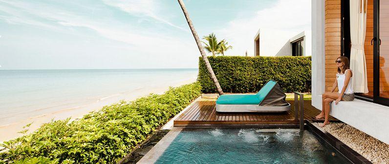 piscina privada frente al mar