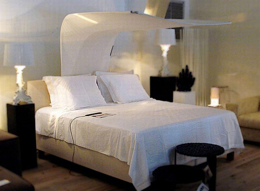 Cheap Simple Bedroom Decorating Ideas to Inspire Your Dorm ... on Basic Room Ideas  id=63521