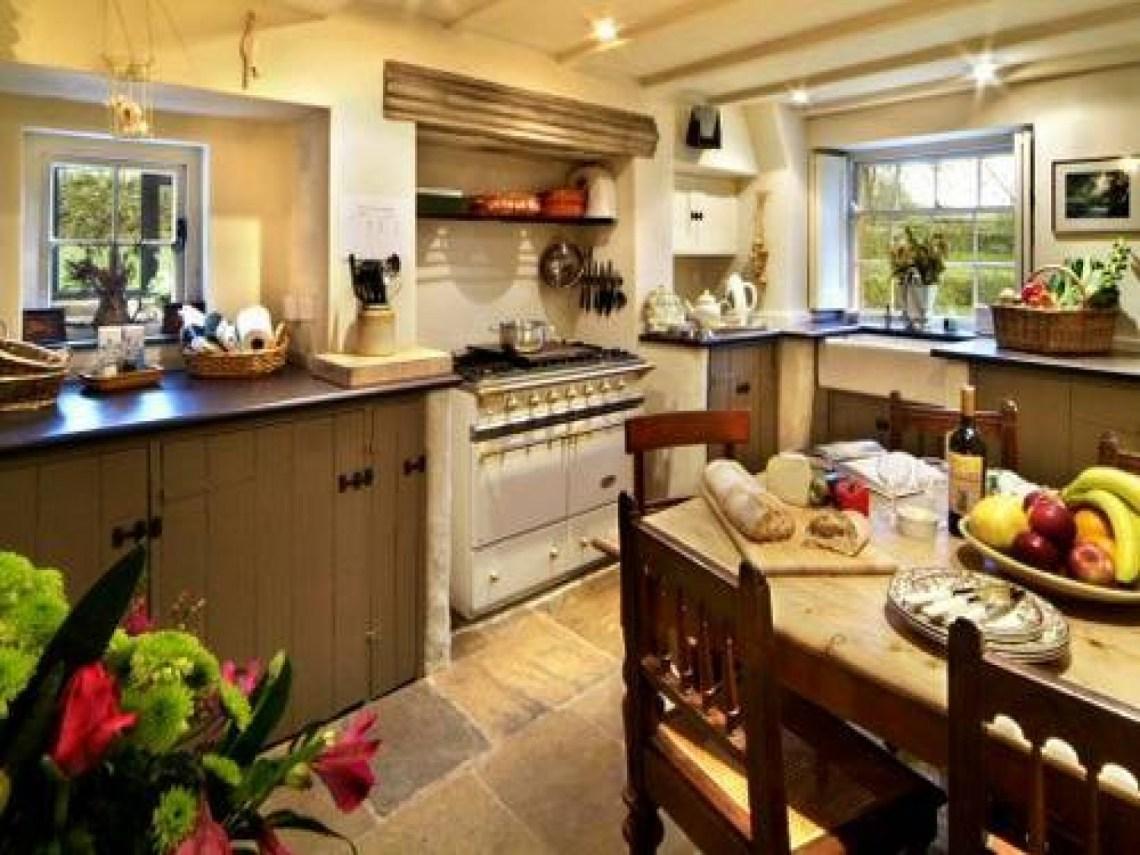Small Farmhouse Kitchen Design Decor for Classic Interior ...