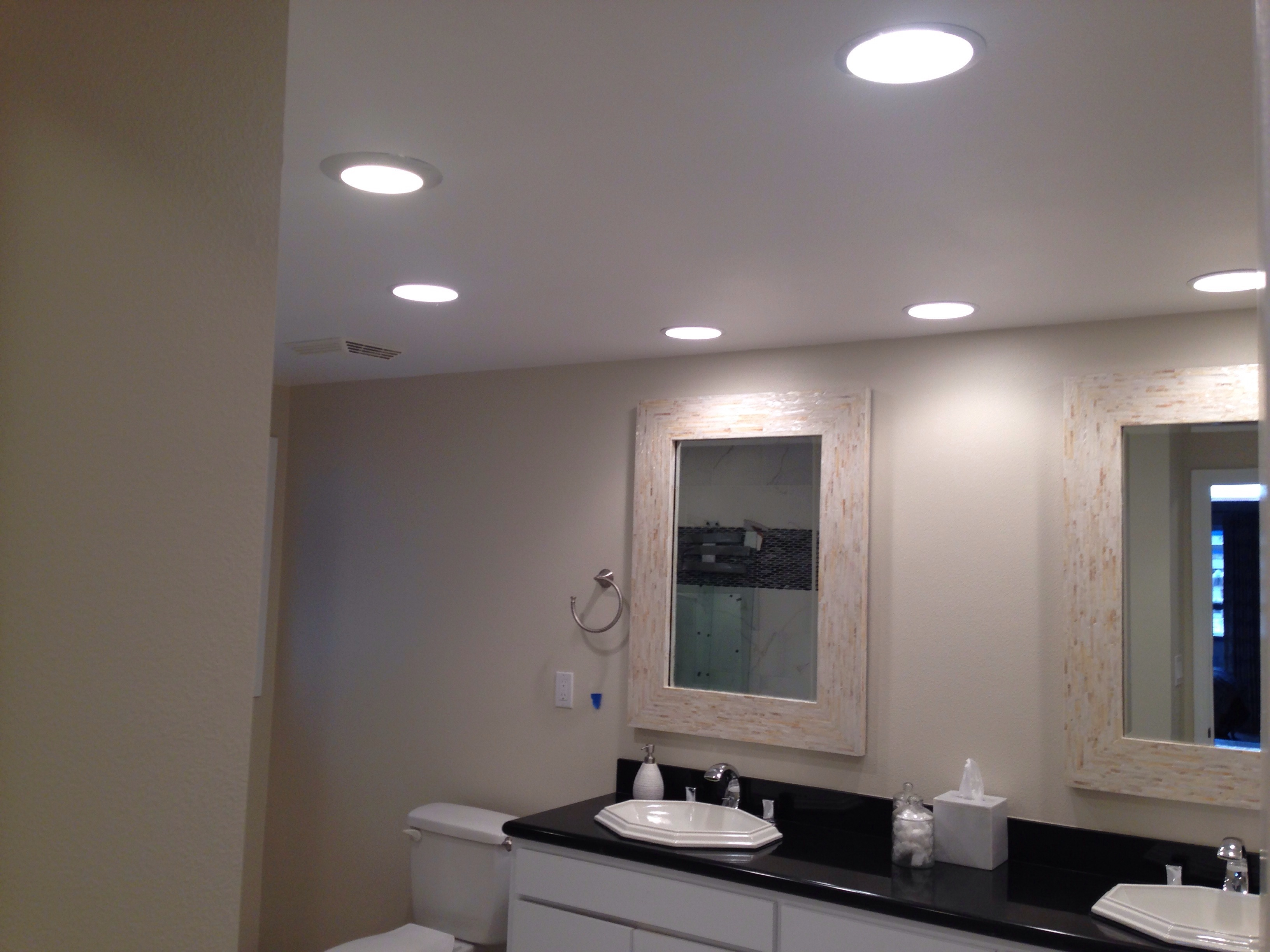 A Guide To Layered Bathroom Lighting For Optimum