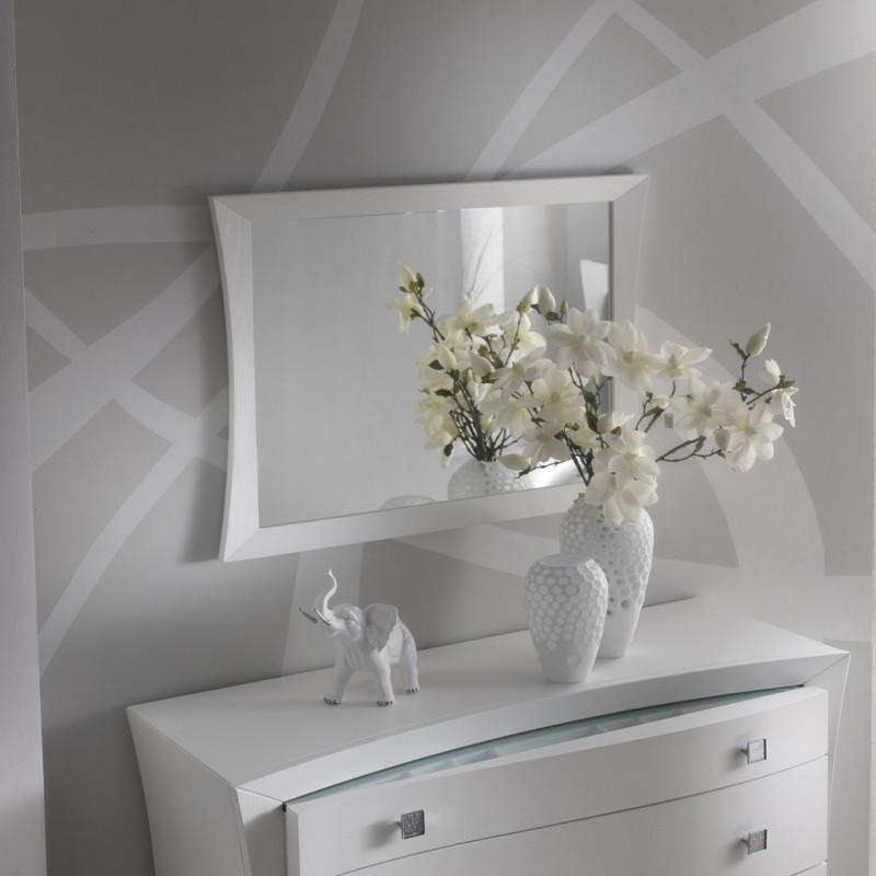 Le camere da letto moderne si sposano benissimo con una casa arredata in questo stile, che quindi rinuncia completamente o anche solo in parte a complementi e mobili classici. Cornice Con Specchio Liscio