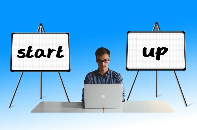 Summarize Entrepreneur podcasts into infographics