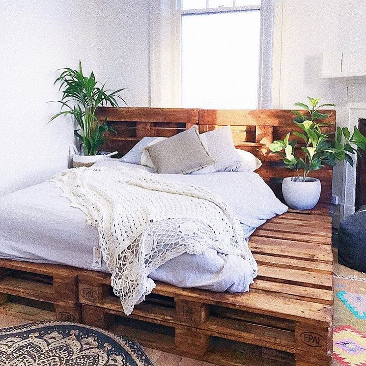 DIY Beds Made Out Of Wooden Pallets - Ideas with Pallets on Bed Pallet Design  id=68473