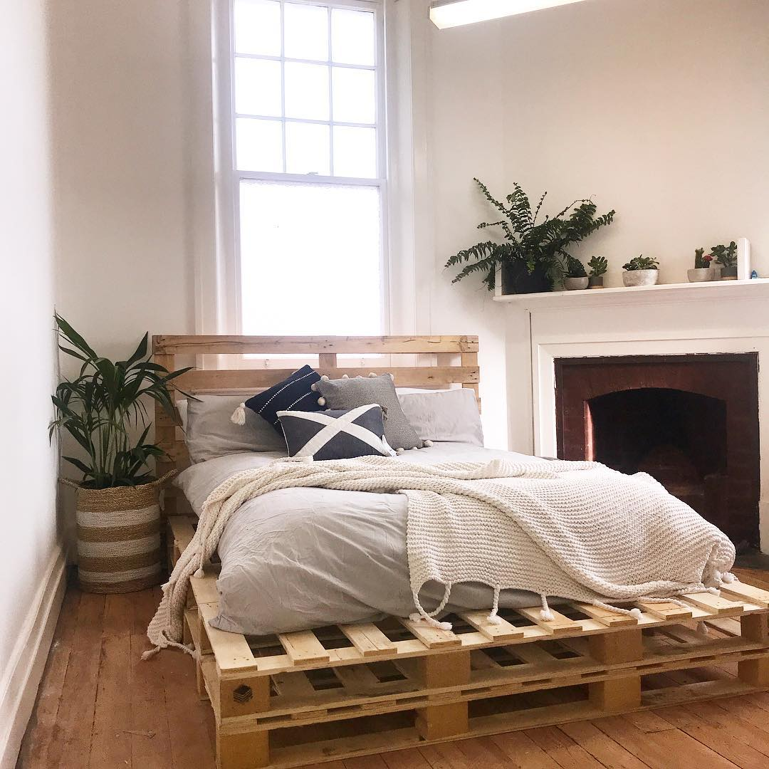 DIY Beds Made Out Of Wooden Pallets - Ideas with Pallets on Bed Pallet Design  id=67520