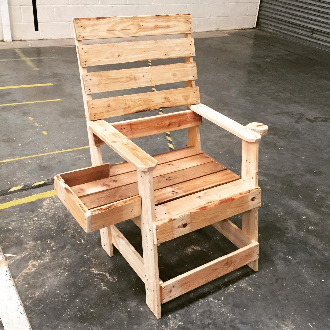DIY Recycled Wooden Pallet Chair Design - Ideas with Pallets on Pallet Design Ideas  id=52297