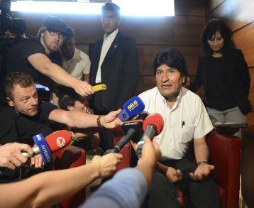 Evo-Morales-aeropuerto-Viena_LNCIMA20130703_0065_27
