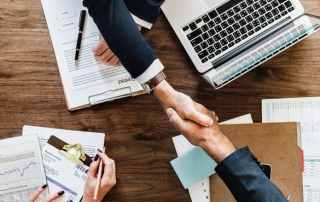 corporate and startup innovation handshake