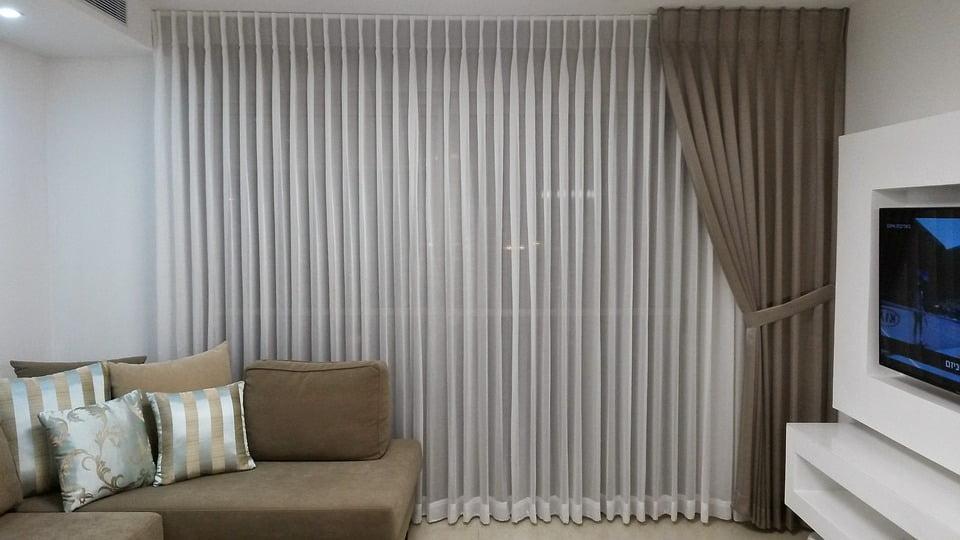 Le più adatte a una camera arredata in stile moderno? Tendaggi Moderni Idee Per Le Tende Di Soggiorno Cucina E Camera Da Letto