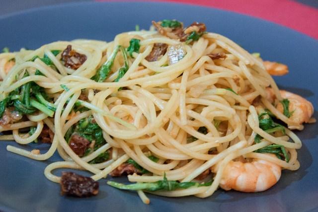 Spaghetti au mizuna et crevettes