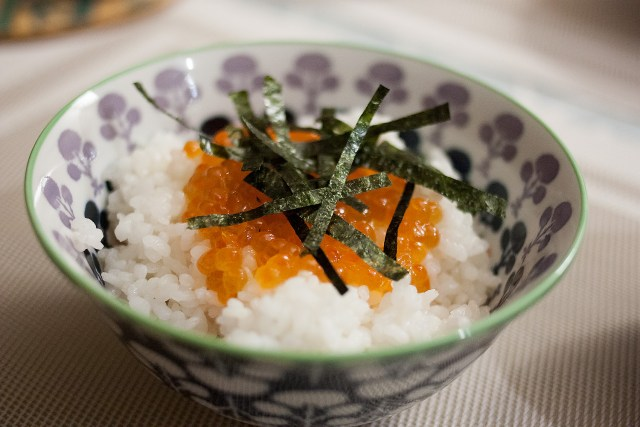 rizj japonais et oeufs de saumon