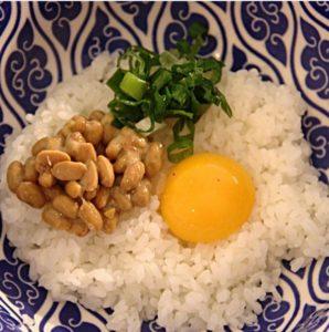 bol de natto et oeuf