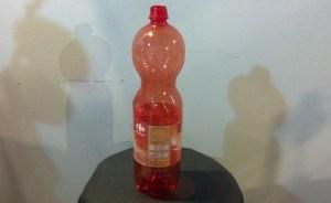 riciclare una bottiglia di plastica