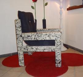 poltrona decorata stile popart