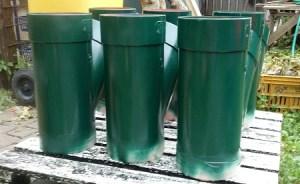 tubi di plastica verniciati color verde edera