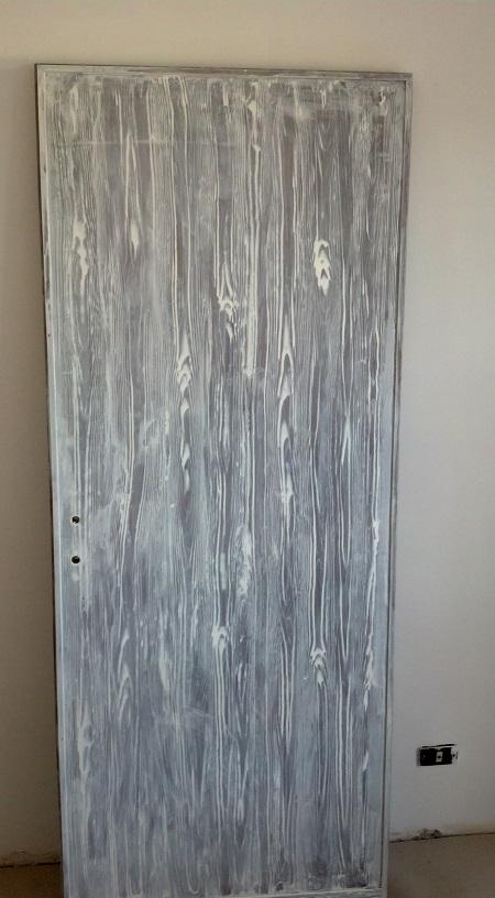 Pitturare Una Porta Di Legno.Decorare Una Vecchia Porta Con Venature Effetto Finto Legno Www
