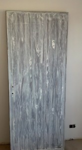 porta decorata effetto finto legno