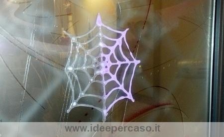 Fare una finta ragnatela per halloween con la colla vinilica - www ... 210db1a0bfe0