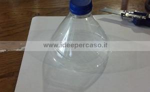 bottiglia di plastica tagliata