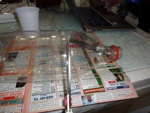 tagliare la parte superiore della bottiglia di plastica