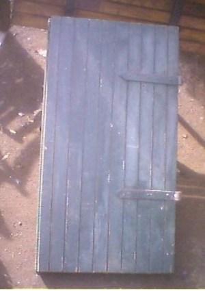 vecchia finestra a scudi di legno