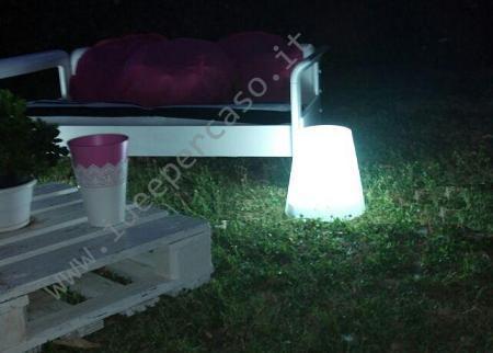 Illuminare il giardino fai da te con un pouf luminoso low cost
