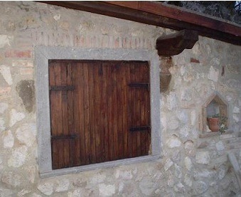 Restaurare una vecchia finestra a scudi di legno www for Finestra vecchia