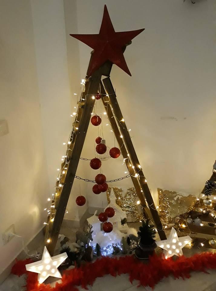 Albero Di Natale Legno Fai Da Te.Albero Di Natale Fai Da Te Con Una Vecchia Scala Di Legno
