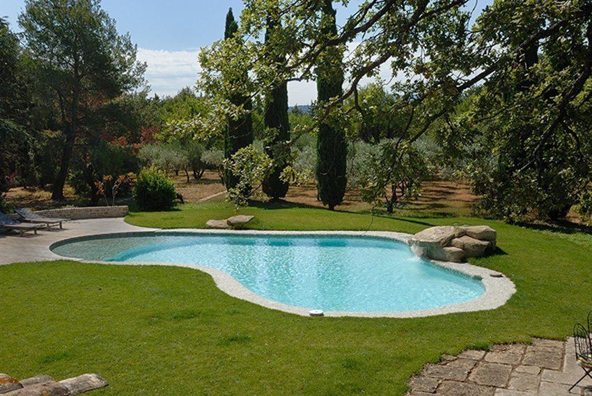 comment integrer la piscine au jardin