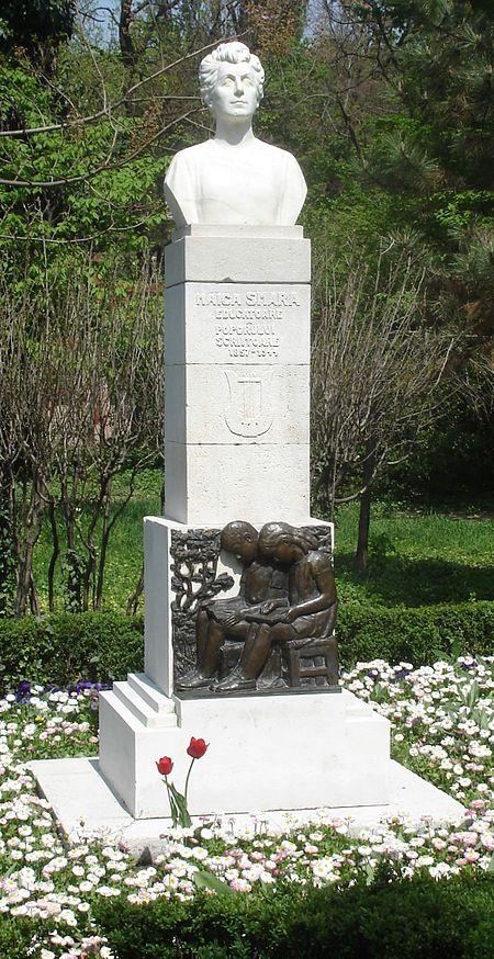 bustul Smarandei Gheorgiu din parcul Cişmigiu, Bucureşti