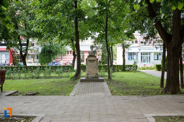 bustul Smarandei Gheorgiu din Târgovişte