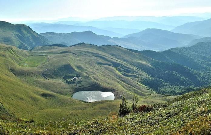 lacul-vulturilor-lacul-fara-fund-bottomless-lake-buzau-romania-eastern-europe-best-natural-landscapes1