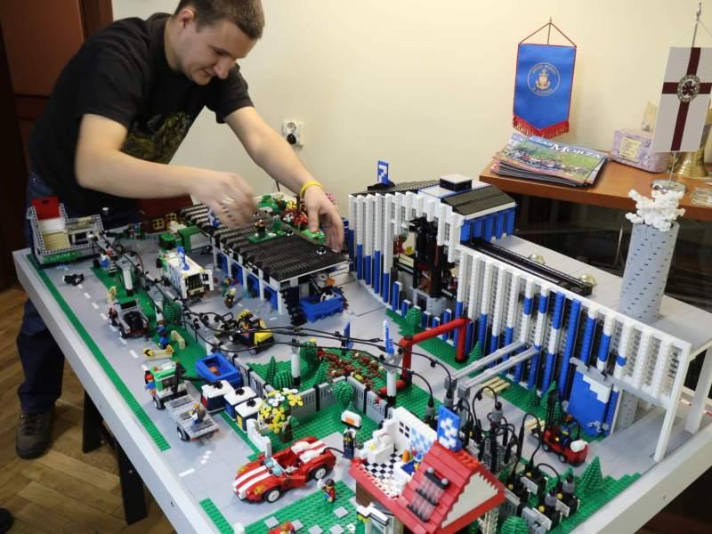 Pokazy budowania makiet z klocków LEGO® na żywo
