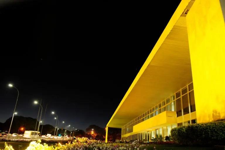 Palácio Buriti - Setembro amarelo - por Pedro Ventura