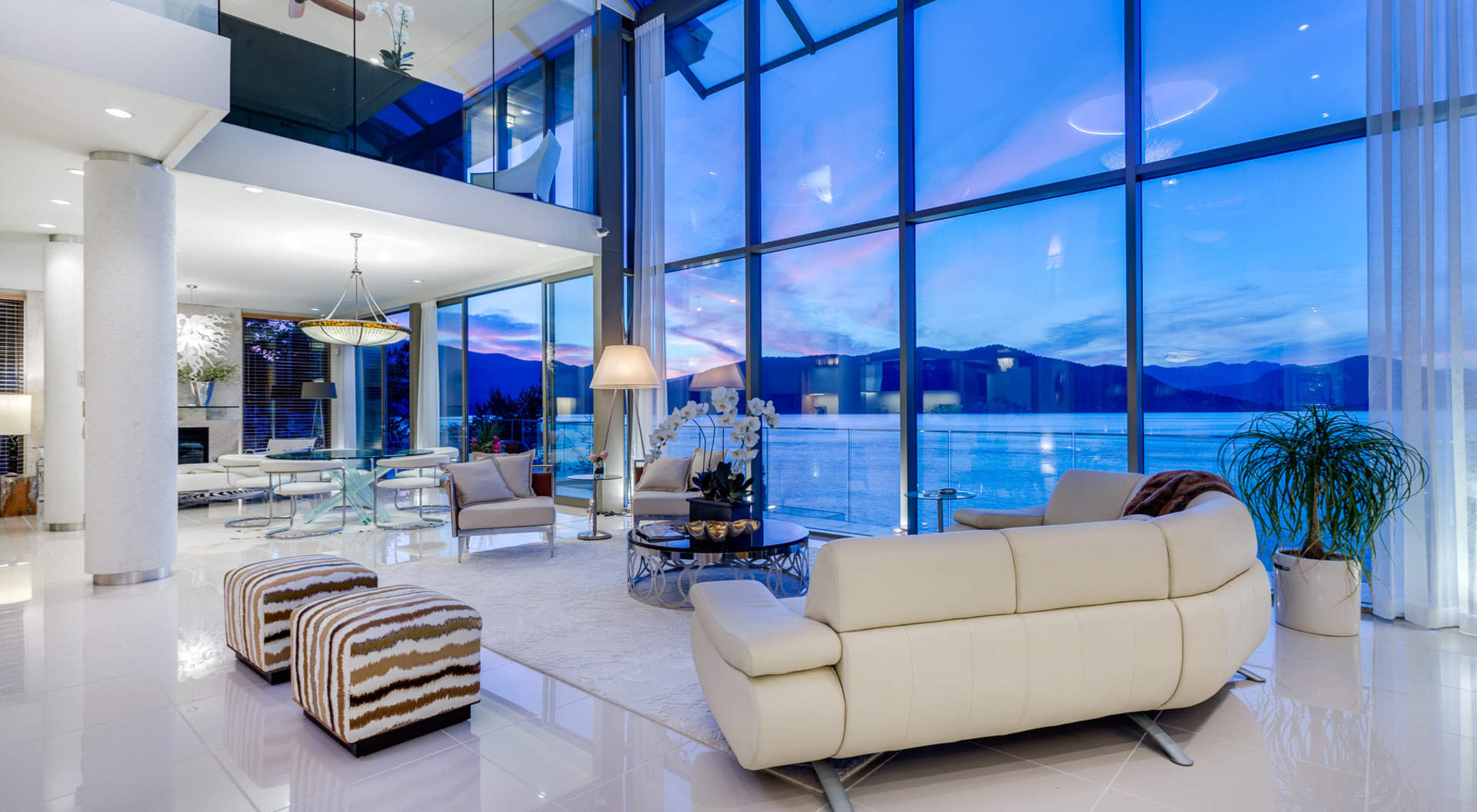 Exquisite Contemporary Waterfront Home With Dramatic
