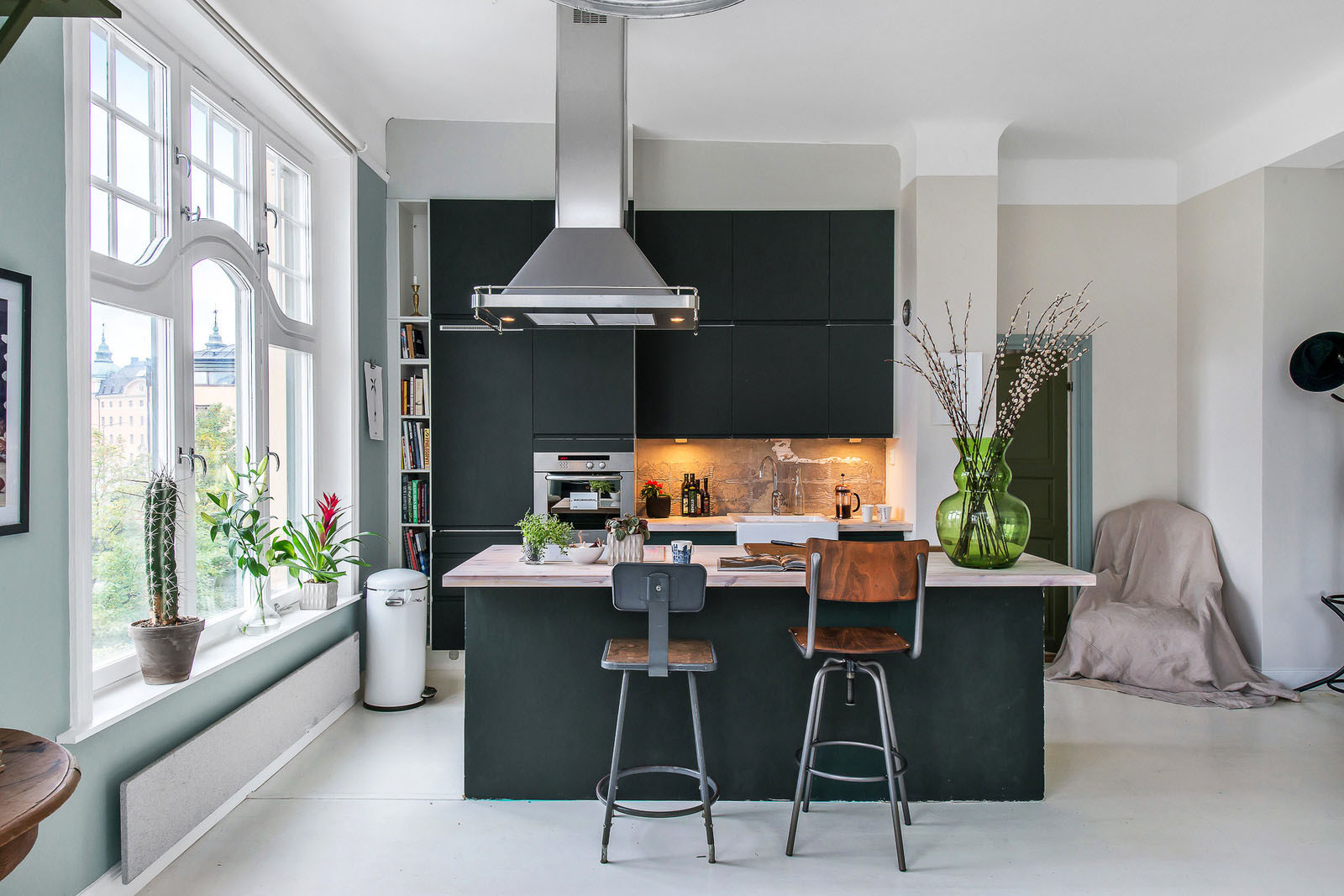 Decor Kitchens And Interiors