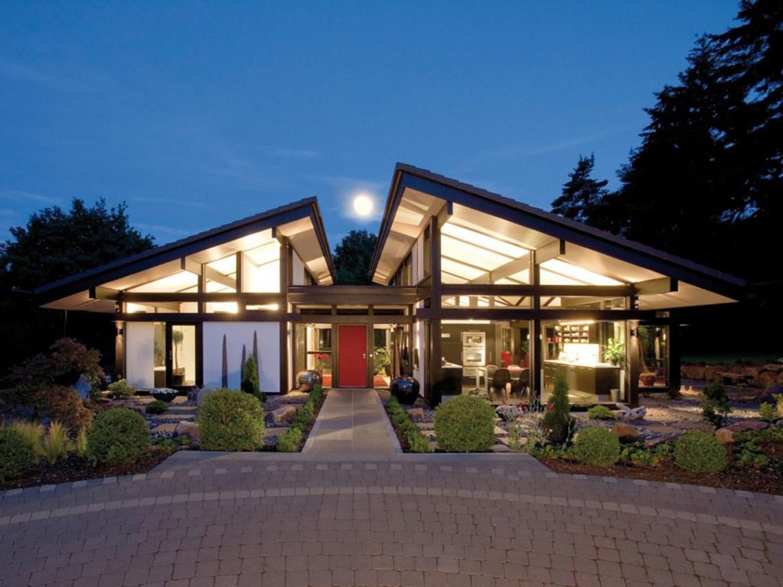 Modern Timber-Framed Minimalist Bungalow House ...
