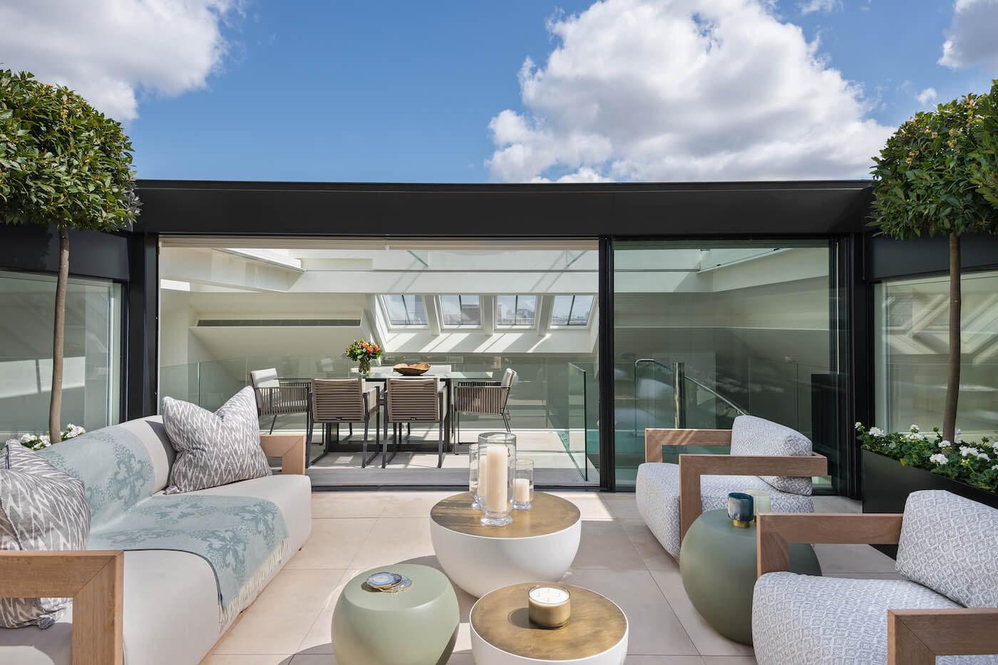 Elegant Contemporary Mayfair Penthouse With Sleek Glass