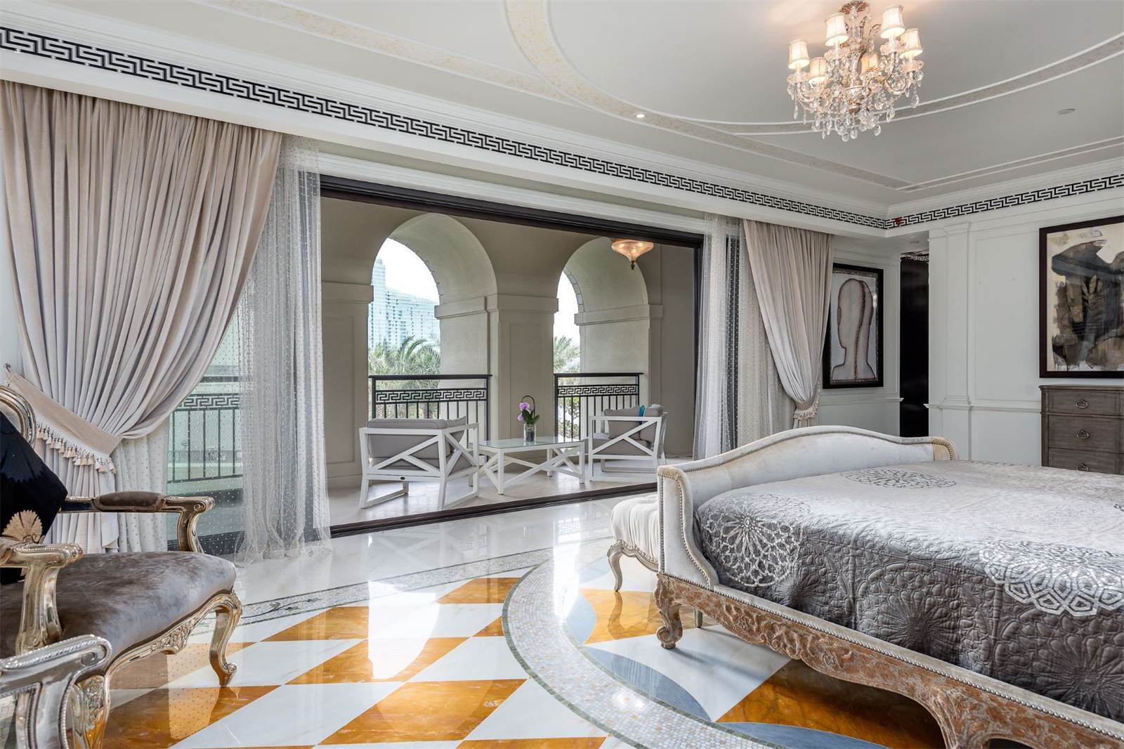 Palazzo Versace Opulent Waterfront Penthouse In Dubai