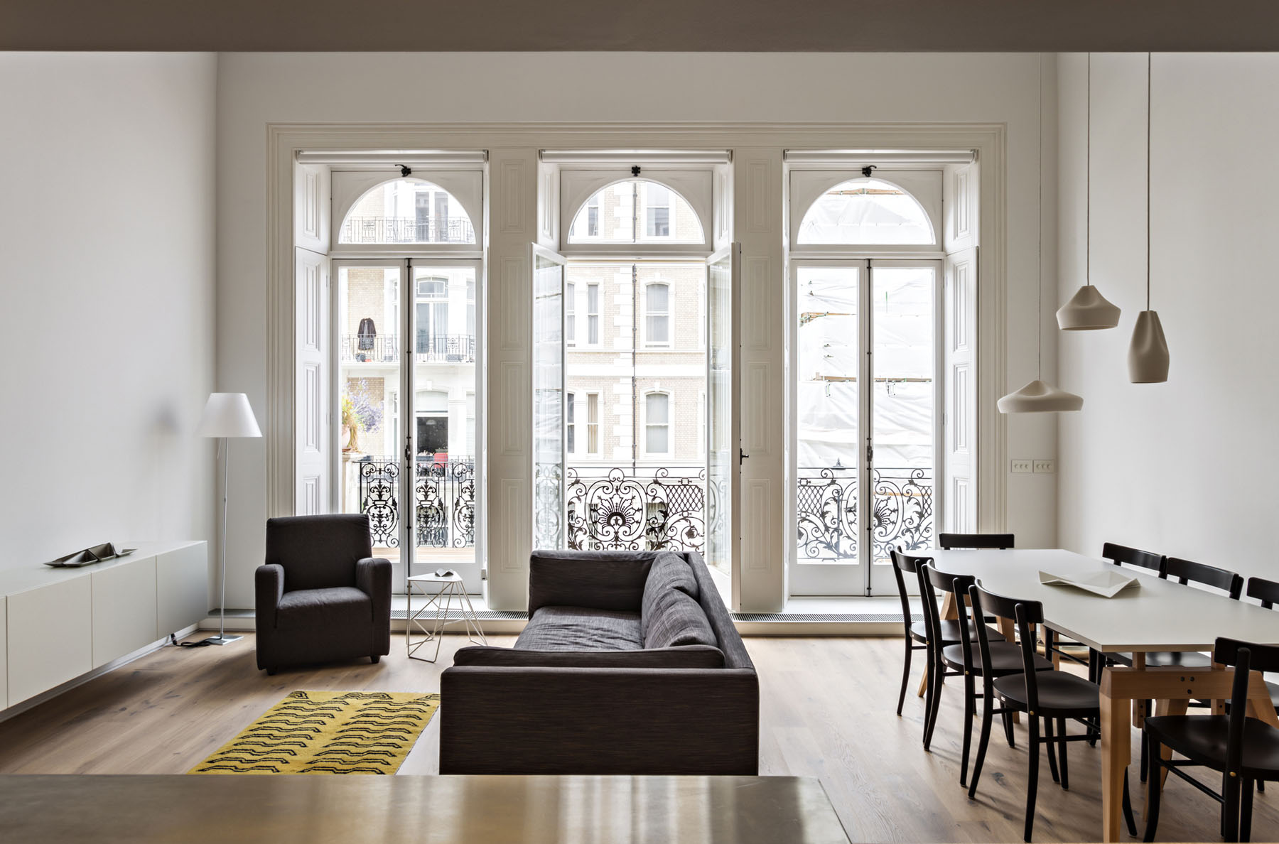Modern Redesign Of A Victorian Era Apartment In London