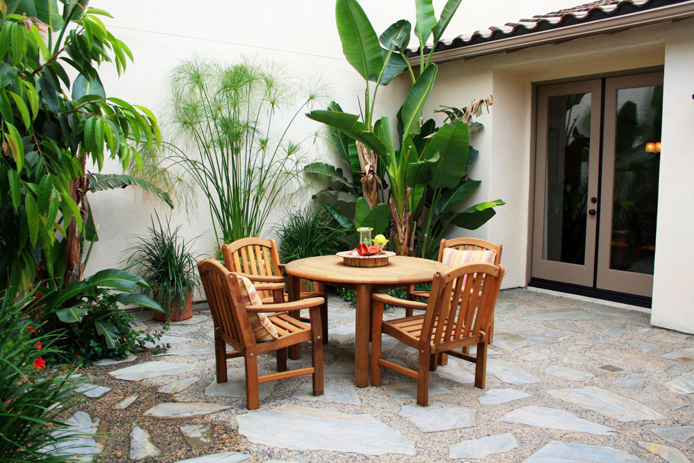 Intimate Courtyards Add Character And Coziness to Private ... on Courtyard Patio Ideas id=89278
