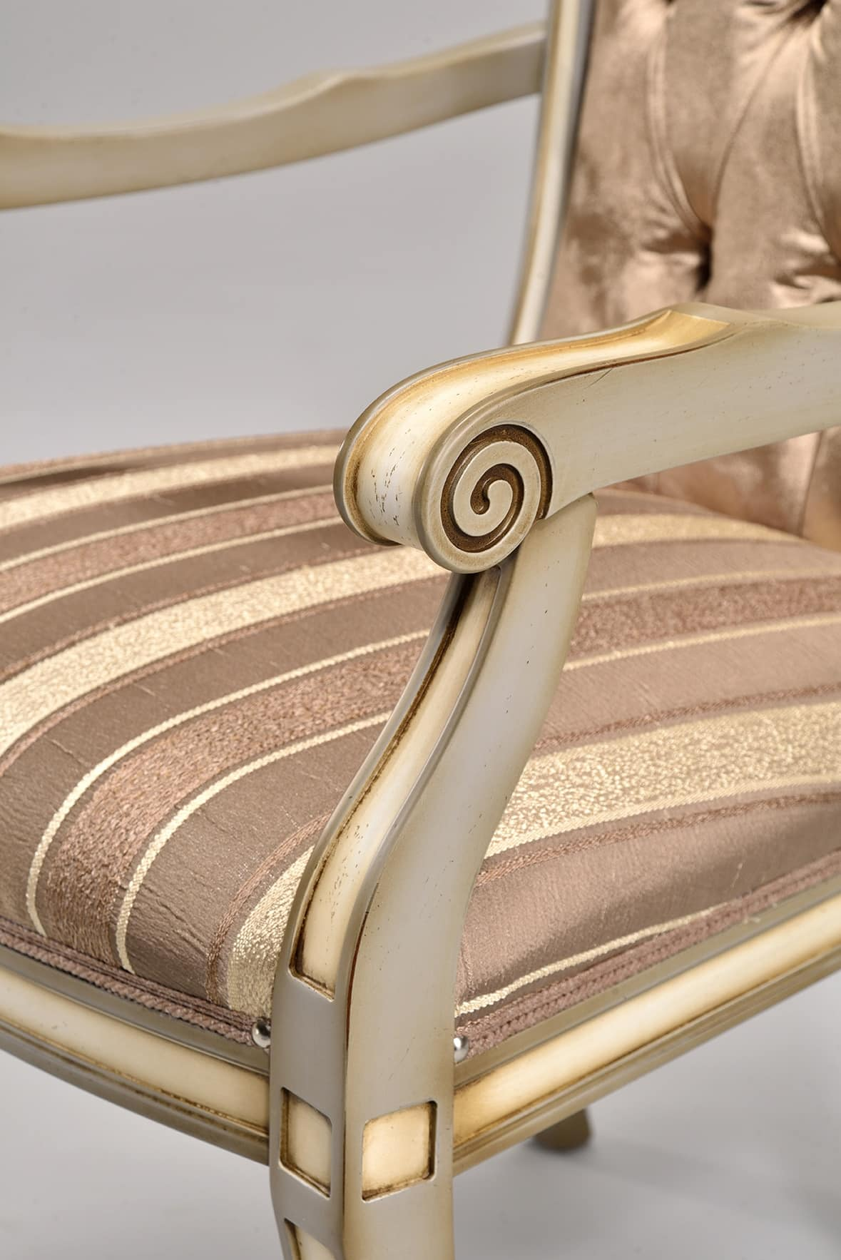 Benvenuto nella sezione dedicata ad un vasto assortimento di sedie design per la tua sala da pranzo. Classic Chair In Beech Various Colors For The Bedroom Idfdesign