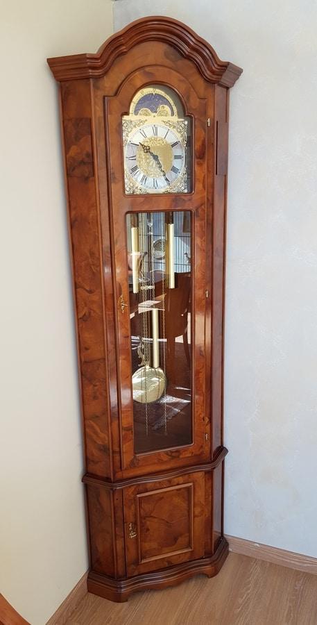 L'orologio a pendolo moderno classic creato da i dettagli si ispira agli. Angular Pendulum Clock In Classic Style Idfdesign